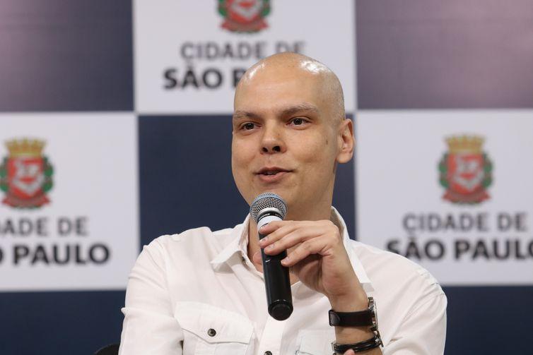 O prefeito de São Paulo, Bruno Covas, anuncia a nova modalidade do programa Corujão da Saúde, durante entrevista à imprensa