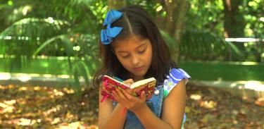 Mari quer aprender tudo sobre a natureza