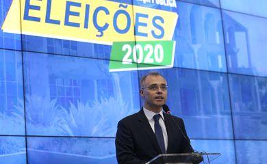 Ministro da Justiça, André Mendonca, fala à imprensa no Centro Integrado de Comando e Controle (CICN)