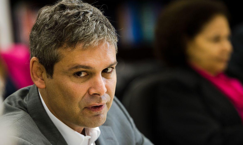 Brasília - O senador Lindbergh Farias durante reunião da bancada do PT no Senado para escolher o novo líder do partido na Casa que substituirá Humberto Costa (Marcelo Camargo/Agência Brasil)