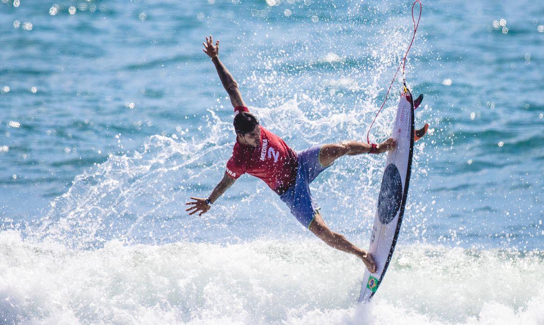 Equipe do surf do Time Brasil disputa a qualificatória em Tsurigasaki Surfing Beach. Na foto, destaque para o atleta Gabriel Medina.