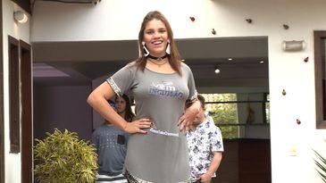 Júlia Rodrigues desfilando