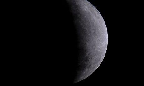 Nasa descobre água na Lua