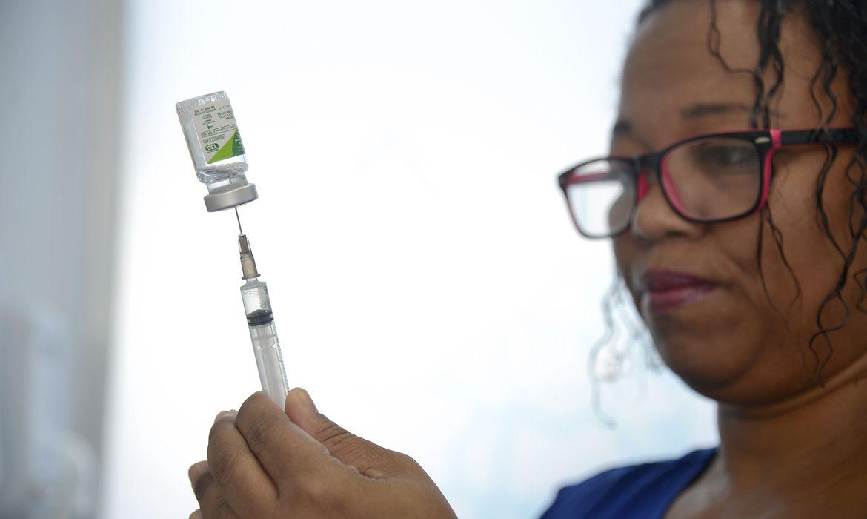 Rio de Janeiro - Primeiro dia da 19ª Campanha Nacional de Vacinação contra a Gripe na capital fluminense (Tânia Rêgo/Agência Brasil)