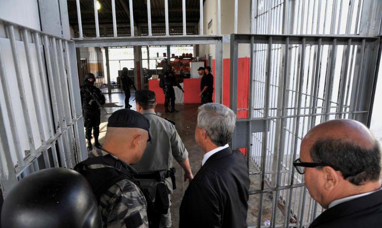 Comitiva inspecionou Complexo Prisional de Aparecida de Goiânia para tentar entender os motivos do confronto entre presos