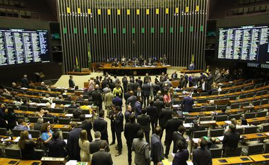 O Plenário da Câmara dos Deputados analisa a Medida Provisória 886/19, que reformula novamente a estrutura do Poder Executivo