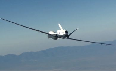 Irã abateu um drone de vigilância dos Estados Unidos segundo informações de autoridades americanas e iranianas.