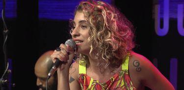 Júlia Vargas no Ao vivo entre amigos