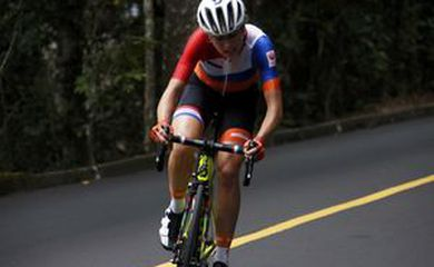 Ciclista holandesa Annemiek van Vleuden