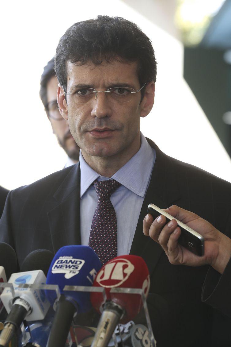 Futuro ministro do Turismo fala à imprensa no CCBB