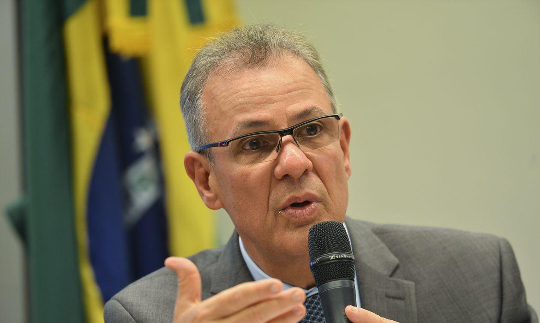O ministro de Minas e Energia, Bento Albuquerque, participa de audiência pública, promovida pela Comissão de Minas e Energia da Câmara dos Deputados, para debater o plano do governo para o desenvolvimento do setor de energia no Brasil.