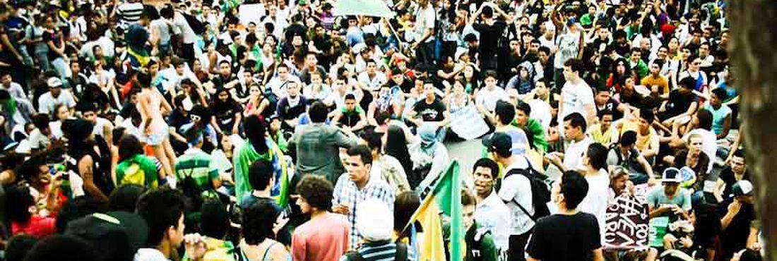 Quarta manifestação em Fortaleza (CE) com 4 mil pessoas, saindo do Centro Dragão do Mar de Arte e Cultura e seguindo agora até o futuro Aquário da Praia de Iracema.