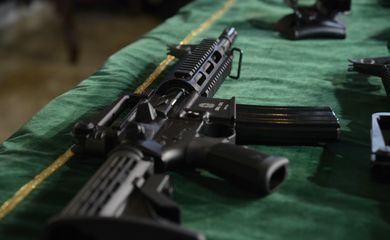 Rio de Janeiro - Parte do armamento doado ao Exército foi apresentada em entrega simbólica de fuzis e munições no Forte de Copacabana (Tomaz Silva/Agência Brasil)