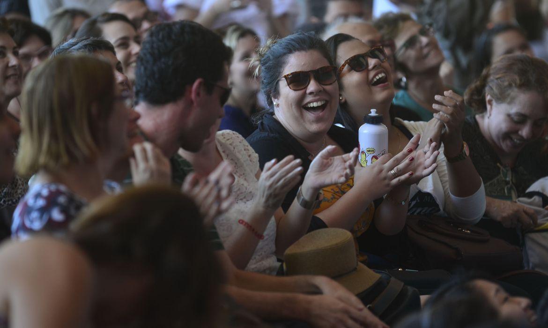 O público acompanha o debate sobre romances contemporâneos latino-americanos no último dia da 12ª Festa Literária Internacional de Paraty (Flip)(Fernando Frazão/Agência Brasil)