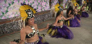 Maneuneu apresenta o seu grupo de dança tradicional nas Ilhas Cook
