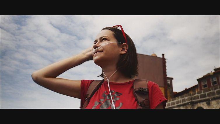 Marina Kolya em vídeo do seu canal do Youtube, Não viaja Marina