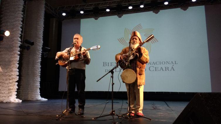 O violeiro e poeta cearense Geraldo Amâncio e repentista baiano Bule Bule são homenageados na abertura da 12ª Bienal Internacional do Livro do Ceará
