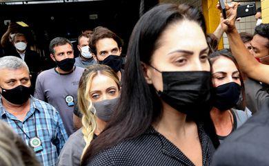 Monique Medeiros da Costa e Silva, mãe do menino Henry Borel, deixa à Delegacia de Polícia da Barra da Tijuca(16ªDP), após prestar depoimento sobre a morte do menido de 4 anos.