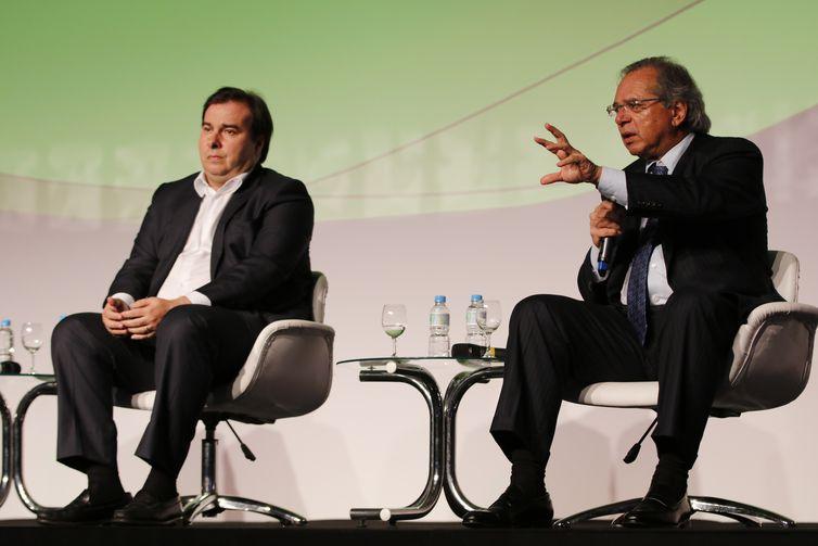 O presidente da Câmara dos Deputados, Rodrigo Maia e o ministro da Economia, Paulo Guedes,  participam do Encontro Nacional da Indústria da Construção, na Barra da Tijuca.