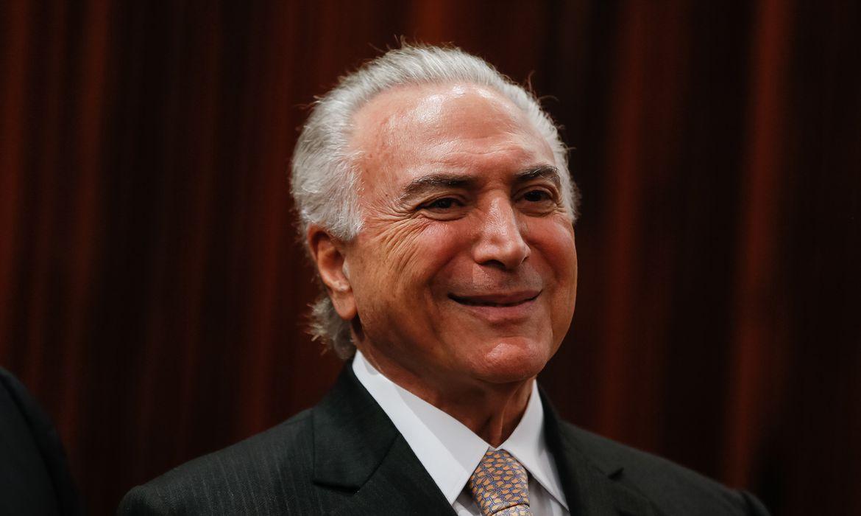 Brasília - O presidente Michel Temer participa da solenidade de posse do novo presidente do Tribunal Superior Eleitoral (TSE), Luiz Fux, e da vice-presidente do tribunal a ministra Rosa Weber, no TSE (Beto Barata/PR)