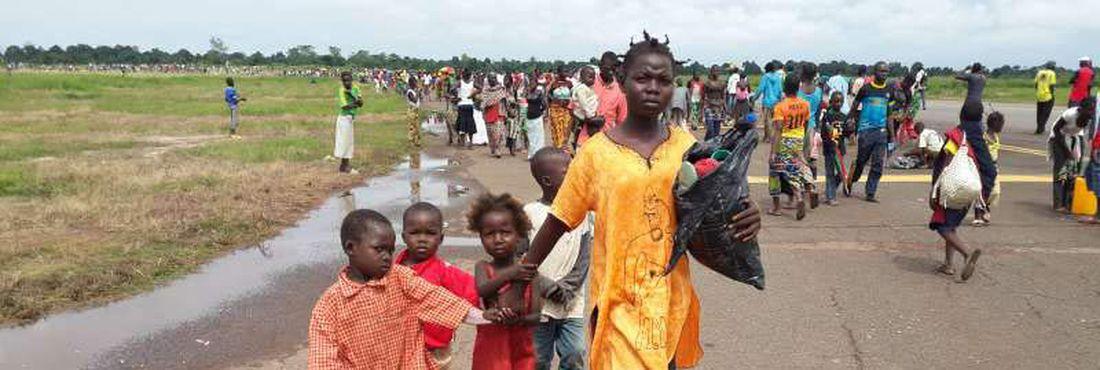 Europa vai enviar tropas para a República Centro-Africana. Estima-se que a violência na República Centro-Africana (RCA) levou aproximadamente 480 mil pessoas a se deslocar desde o início da crise no país, de acordo com o Unicef