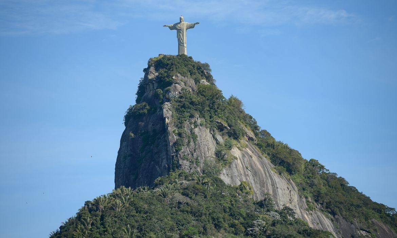 Cristo Redentor localizada no topo do morro do Corcovado