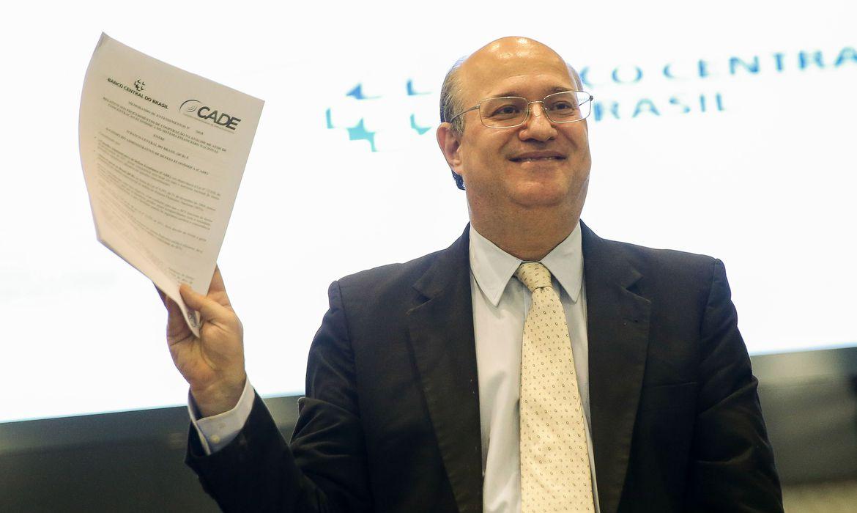 Brasília - O presidente do Banco Central, Illan Goldfajn, durante assinatura de memorando de entendimentos sobre procedimentos de cooperação nas análises de atos de concentração econômica no sistema financeiro nacional (Marcelo Camargo