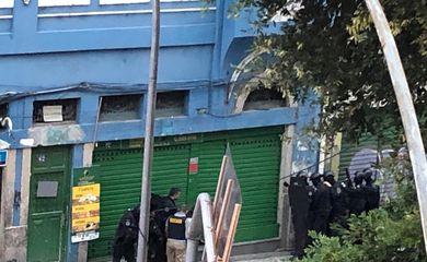 Mais um refém é liberado no sequestro em bar no Rio de Janeiro