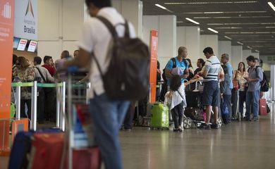 Movimentação intensa no Aeroporto Juscelino Kubitschek (Marcelo Camargo/Agência Brasil)