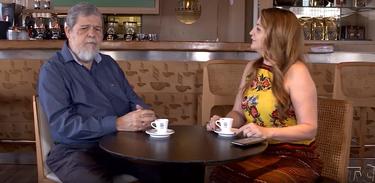 A jornalista Ian Gomes conversa com o psiquiatra Antônio Mourão