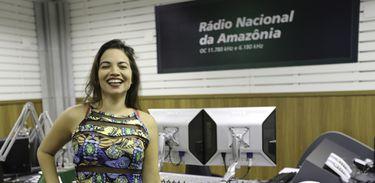 Cantora Flávia Bittencourt em visita à Rádio Nacional da Amazônia
