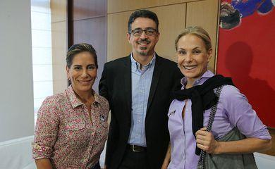 A atriz Gloria Pires, o ministro da Cultura, Sérgio Sá Leitão e  Carolina Ferraz, durante inauguração da Secretaria de Direitos Autorais e Propriedade Intelectual.
