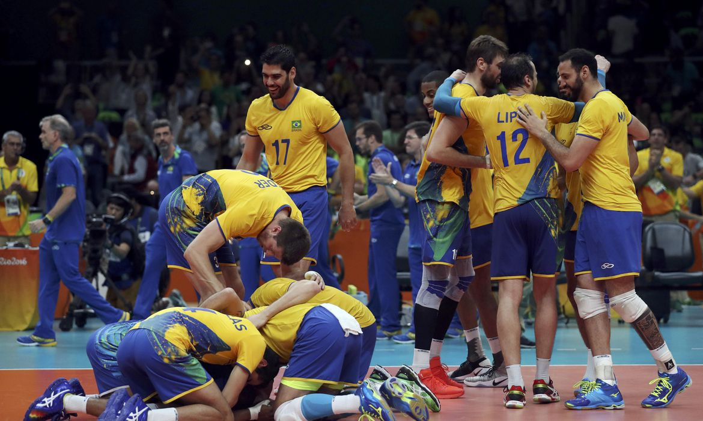 Brasil vence Rússia e garante vaga na final no vôlei masculino