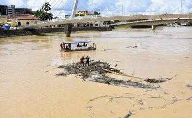 Estado dá continuidade à retirada de entulhos das pontes localizadas no centro de Rio Branco