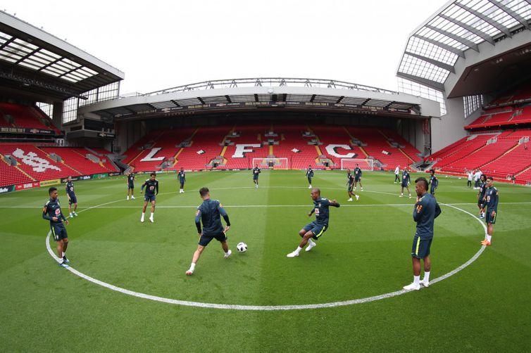 Seleção faz treino antes de amistoso no estádio Anfield Road, em Liverpool