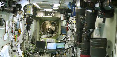 Diário de um Cosmonauta retrata o trabalho de engenharia cósmica na estação espacial