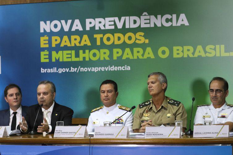 coletiva_reforma_dos_militares