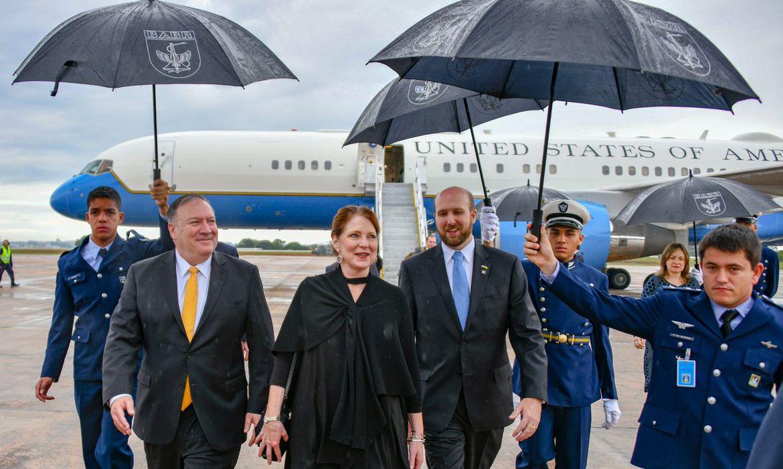 O secretário de Estado norte-americano, Mike Pompeo, chega a Brasília, onde vai acompanhar a posse do presidente eleito, Jair Bolsonaro.