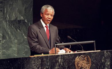Nelson Mandela em discurso na Assembleia Geral da ONU, em 1999