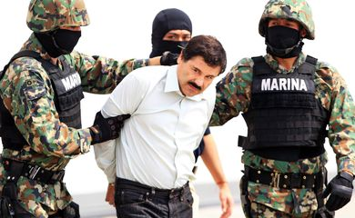 O maior traficante mexicano El Chapo é preso após duas fugas de presídios (Mario Guzman/Agência Lusa)