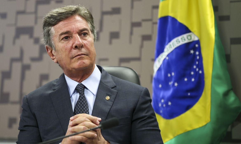 Brasília - O senador Fernando Collor durante audiência pública na Comissão de Relações Exteriores e Defesa Nacional, do Senado, para debater questões ligadas à soberania nacional e aos projetos estratégicos do Exército do Brasil (Marcelo