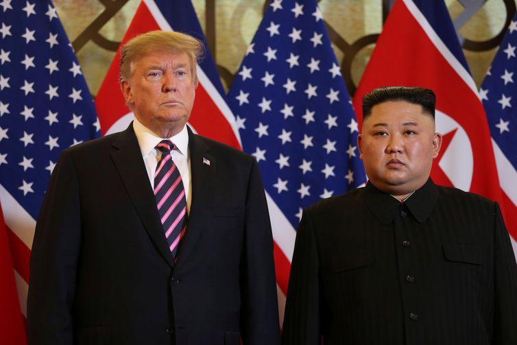 O presidente dos EUA, Donald Trump, e o líder norte-coreano, Kim Jong Un, posam antes da reunião durante a segunda cúpula dos EUA-Coreia do Norte no Hotel Metropole, em Hanói, Vietnã, 27 de fevereiro de 2019. REUTERS / Leah Millis