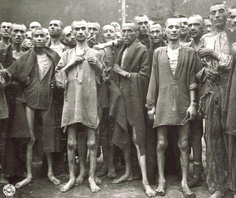 Judeus eram mantidos para trabalhos forçados. Antes mesmo da execução, muitos morriam de fome ou de doenças contagiosas dentro dos campos de concentração.