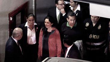 Humala e Nadine chegam ao Palácio de Justiça, em Lima