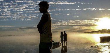 Jovens indígenas no Amazonas