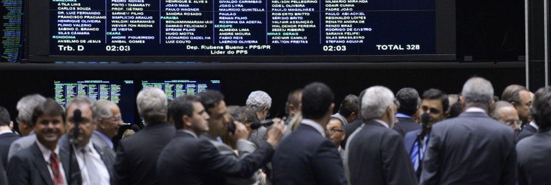 Depois de quase 24 horas de sessão, a Câmara dos Deputados finalizou a votação da Medida Provisória (MP) 595, a MP dos Portos, que estabelece novas regras para as concessões, arrendamentos e autorizações para instalações portuárias, públicas e privadas