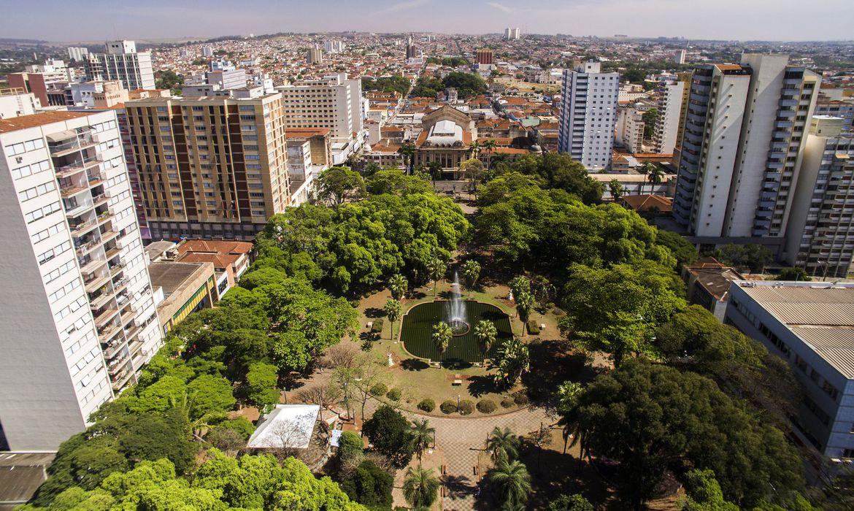 Imagens áreas da cidade de Ribeirão Preto, no estado de São Paulo.