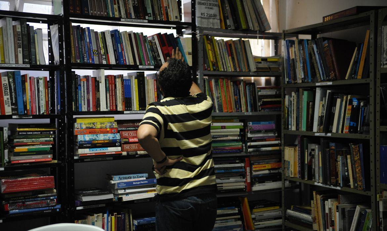 Hoje (29) é dia Nacional do Livro. Na foto, o Sebinho, em Brasília, é referência no setor de livros usados. Possui um amplo acervo de títulos nas mais variadas áreas (José Cruz/Agência Brasil)