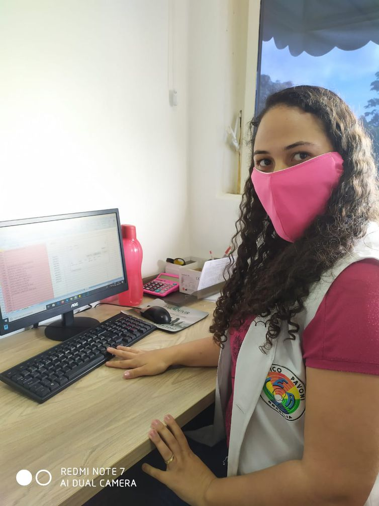 Joana-darc da Silva Cavalcante, intérprete de Libras