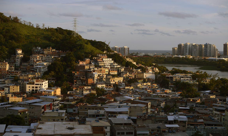 Vista da comunidade da Muzema, na zona oeste da cidade do Rio de Janeiro, onde dois prédios desabaram.